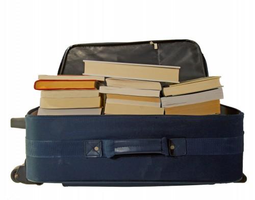 استفاده از چمدان برای بسته بندی کتاب